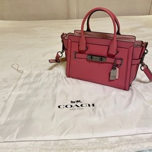 Coach coach swagger 27in glovetanned leather